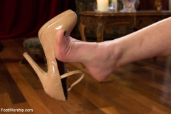 Stare at that heel dangling