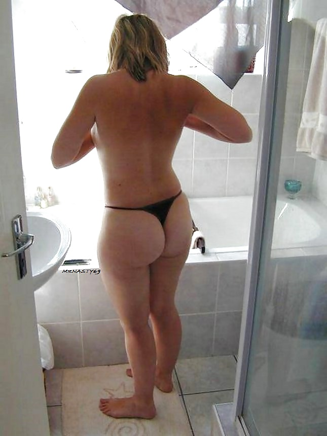 Thick MILF in a Thong