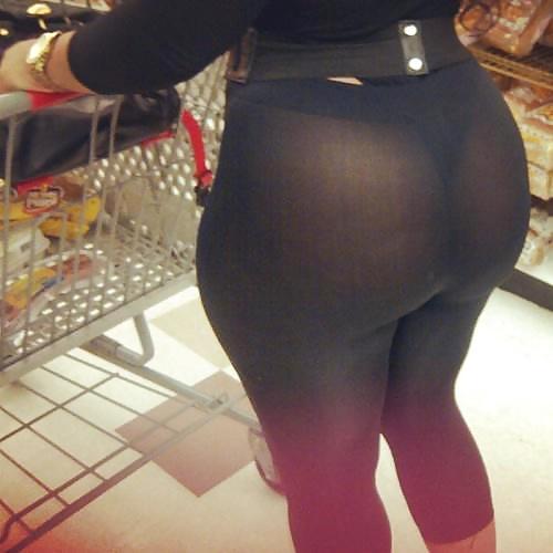 Grocery store booty in leggings