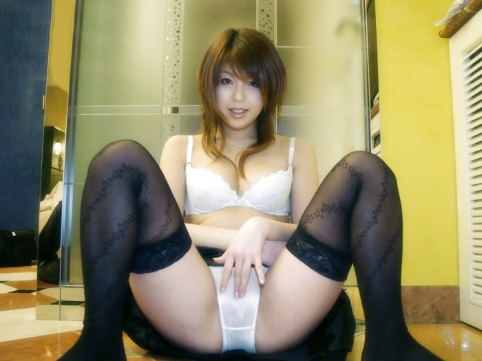 Beautiful Japanese Girl Flashing Panties
