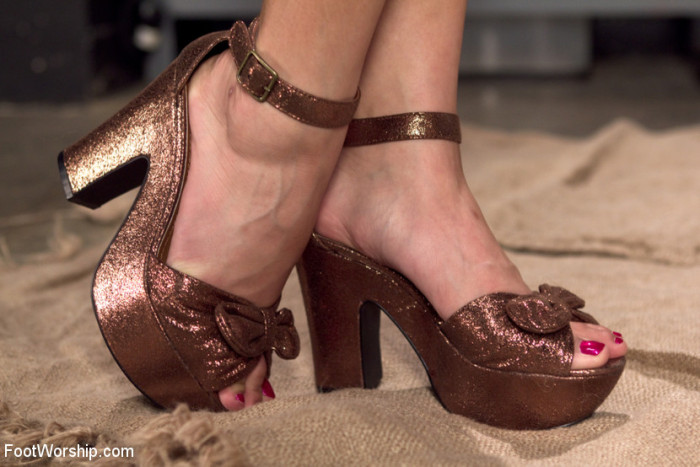 Yummy sparkly brown high heels