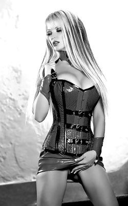 A true latex goddess