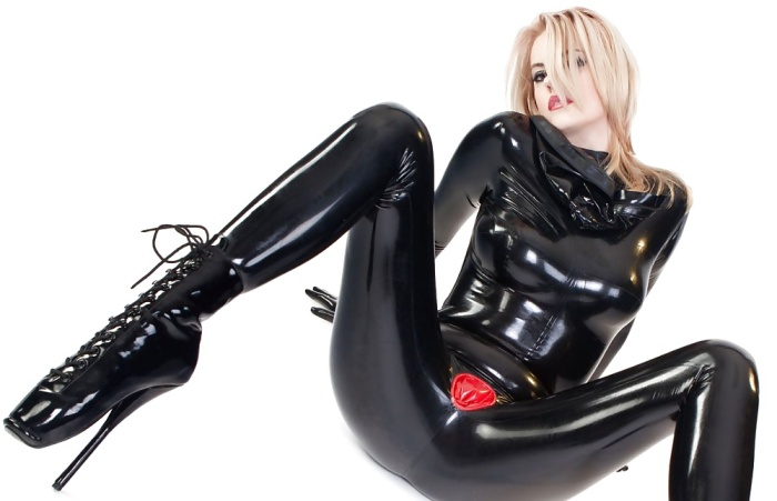 Latex makes her body look delicious