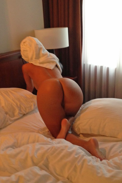 Crawling across the bed with her ass up