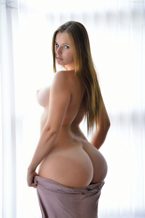 girl big ass small waist nude