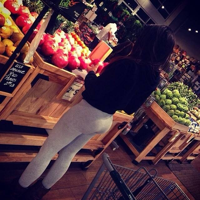 Perky ass in yoga pants spotted!