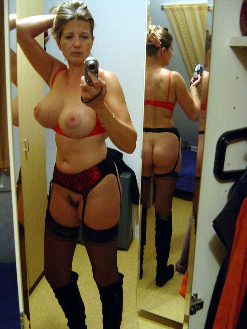 Slutty married chick taking a naughty selfie