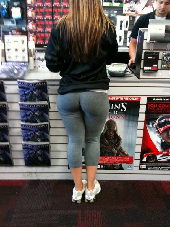 Plump pawg ass out shopping