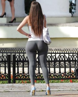 Big sexy round ass in leggings and heels