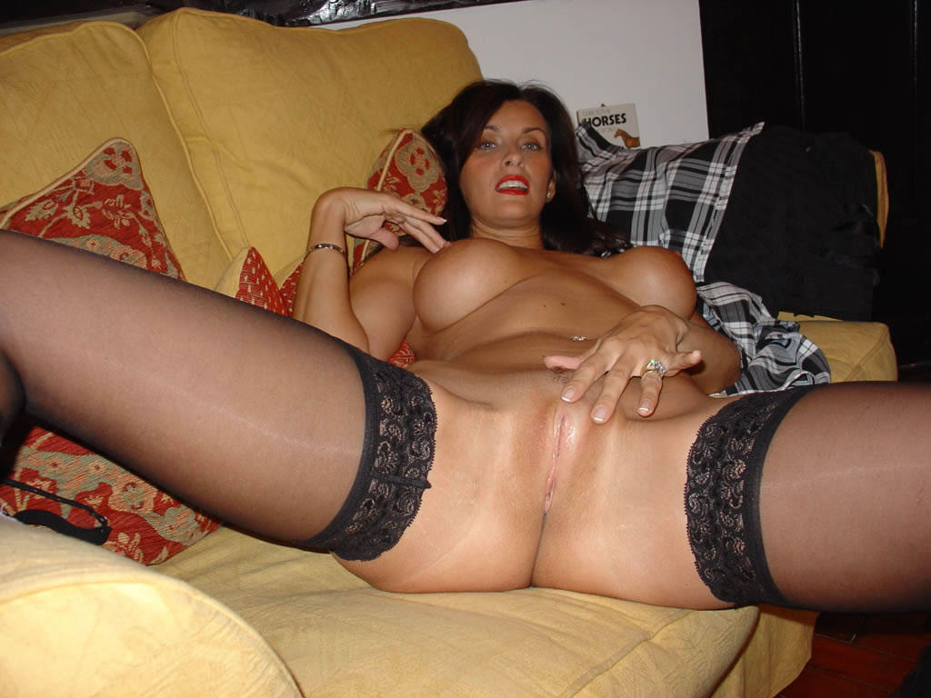 Married Chick With Big Tits Shows Off All Her Goods-6557