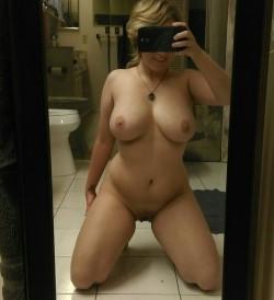 Curvy blonde's nude selfie