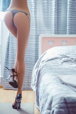 Long, long, long sexy legs