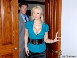 Sarah Vandella and her big cleavage