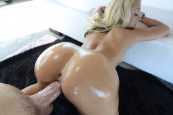 Glistening ass blonde gets it doggystyle