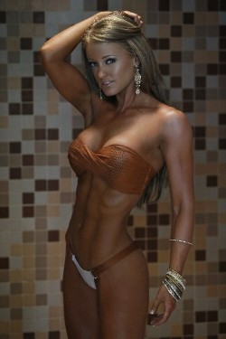 Hot muscle chick with hot cleavage