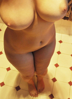 Big Round Titties with Hips & Thighs to Match
