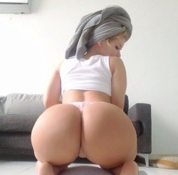 This blonde has the perfect ass