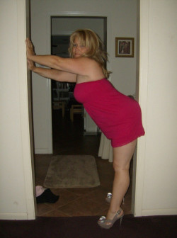 Blonde MILF has curves for days