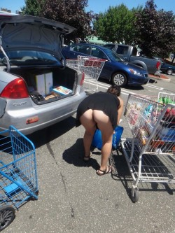 Married chick bends over with no panties on at Walmart