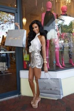 Gold Digging Latina Used This Shopping Slave Good