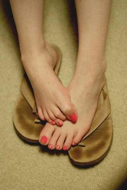 Pretty toes that are so sniffable