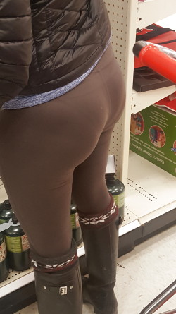 Slutty MILF VPL at the Grocery Store