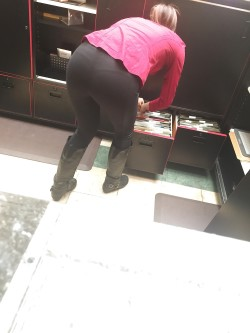 Mall Employee Flashing Visible Panty Lines in Leggings and Boots