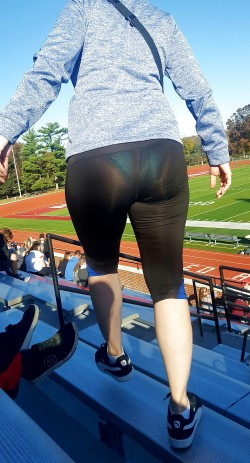 Mom Acting Slutty and Shows VPL to Everyone at the Game