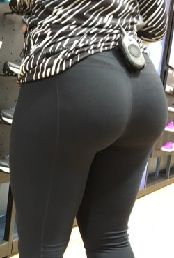 Visible Thong Pantylines Under Leggings