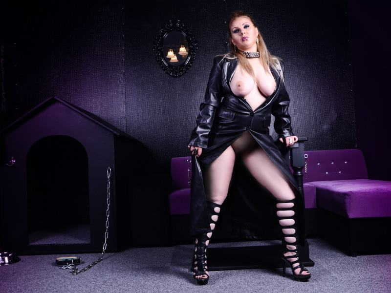 Curvy Dominatrix Cam Girl Ruling You