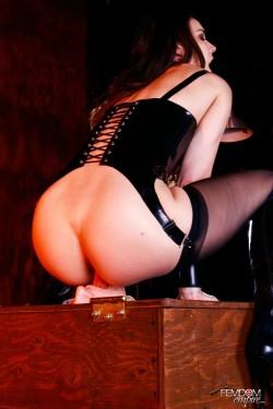 Domina Facesitting an Ass Worshiping Slave