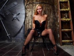 Latex Dominatrix Controls BDSM Slaves Online