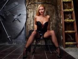 Latex Dominatrix Controls BDSM Slaves Online