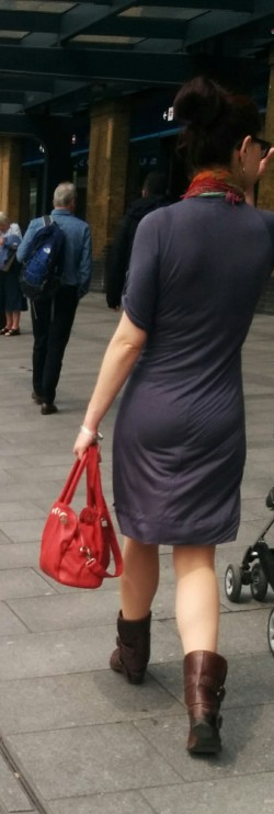 Woman Spotted Wearing Cotton Dress with Barely Visible Panty Lines