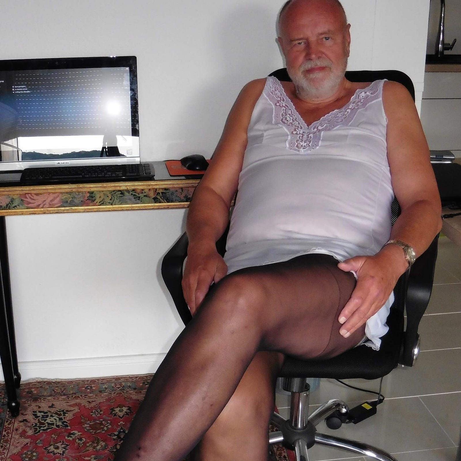 Pantyhose faggot