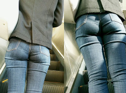 Tight Jeans Over Petite Asses Give Great VPLs