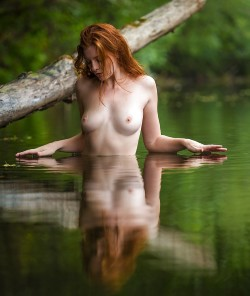 Trippy topless bikini pic