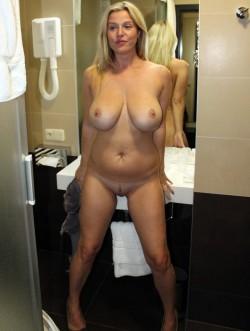 MILF Posing Nude at Hotel