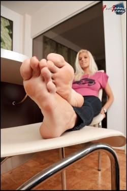 Tara's Big Bare Feet POV