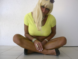 In my yellow crop top