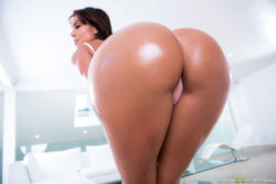 Roundest booty ever ready to ride your face