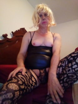 Old sissy whore flops her tits out