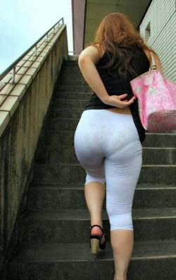 Some women wear leggings to tease men and here's proof
