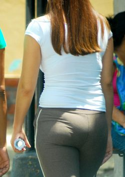 Chubby butt pawg panty lines in yoga pants