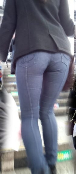 Skinny Jeans VPL Showing Gusset