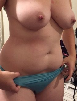 Chubby wife loves showing off her body
