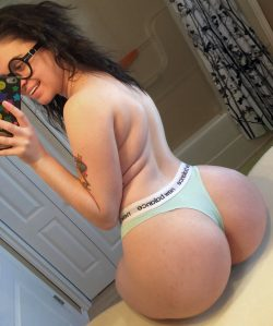 Big Fat Booty for Licking, If Only She Wasn't an Annoying Hipster