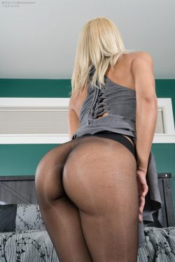 Demi Lopez Pantyhose Bubble Booty