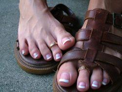 Do my pretty toes make you wanna jerk off? @goddessamber