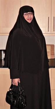 English Male Dresses As A Muslim Female – Please Humiliate As You See Fit